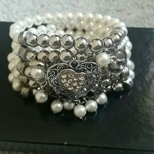 Faux pearl bracelet silver stretchy